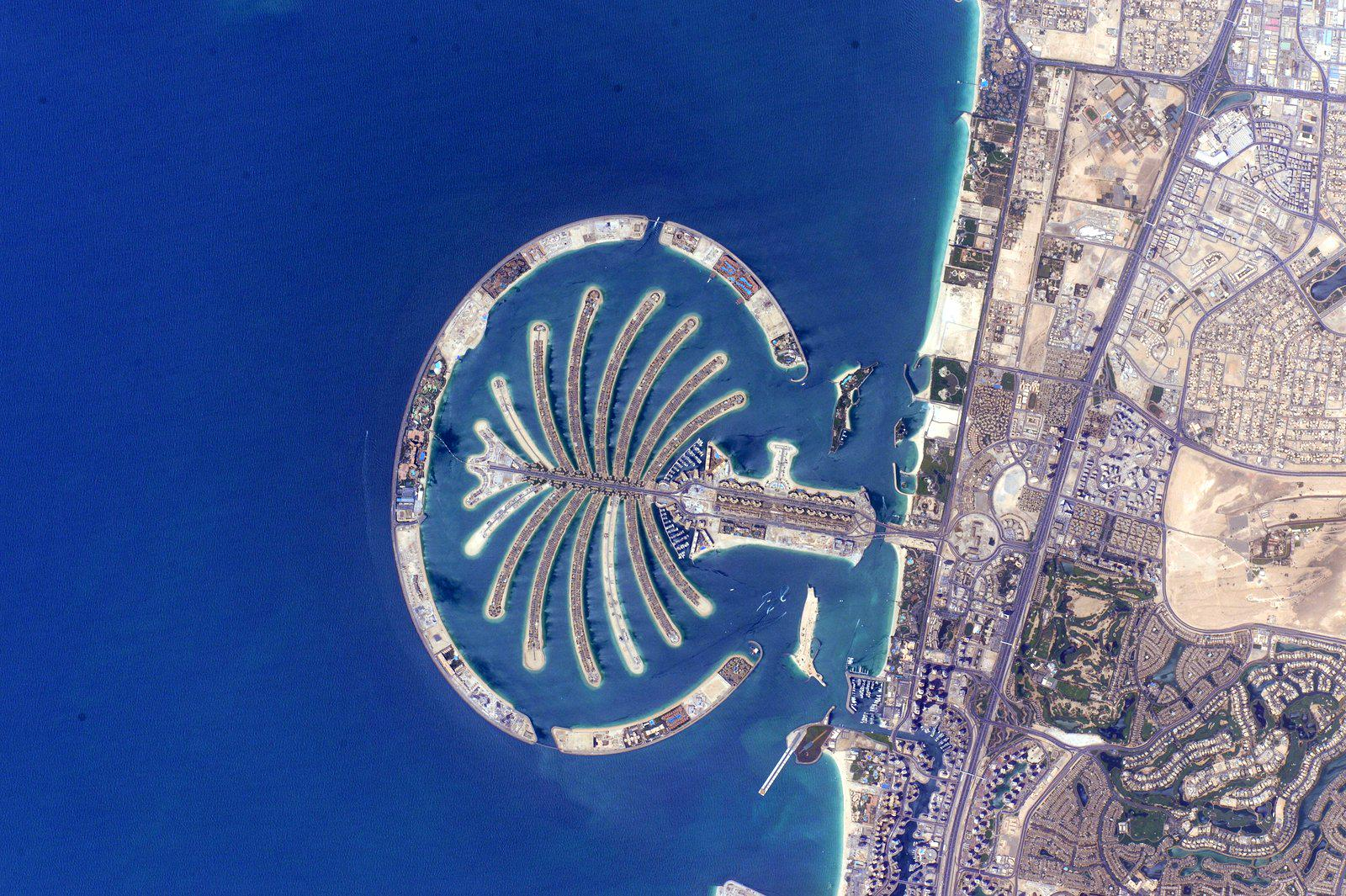 Good afternoon #Dubai. You look much different than when I was there 25 years ago. http://t.co/EeF1DD6O4l