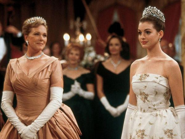 It's time to visit Genovia again! The #PrincessDiaries 3 is officially happening: http://t.co/QHWPbqEd3u http://t.co/2Y67wiLw5e