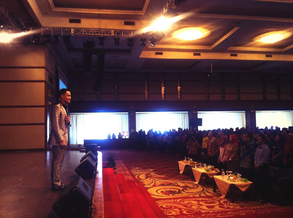 @VictorySitohang: Terima kasih Medan buat antusiasme dan semangat yg luarrr biasa! #seminarpublicspeaking http://t.co/6UtefUjMEf