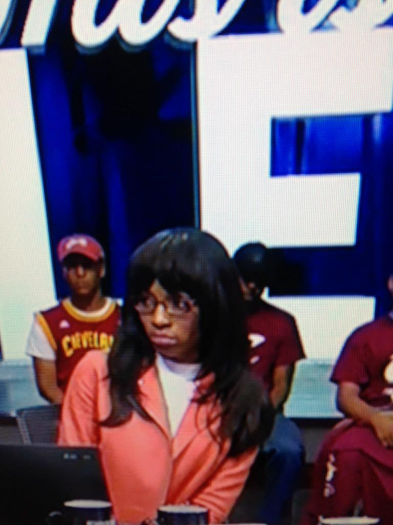 What the hell is Cari Champion wearing on her head..You don't need that..Not a good look.. http://t.co/1PKTuIHiHf