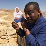 RT @readingrainbow: This summer @levarburton & @readingrainbow want you to #ReadWithLeVar! Here's how: http://t.co/bdcZ9irYut