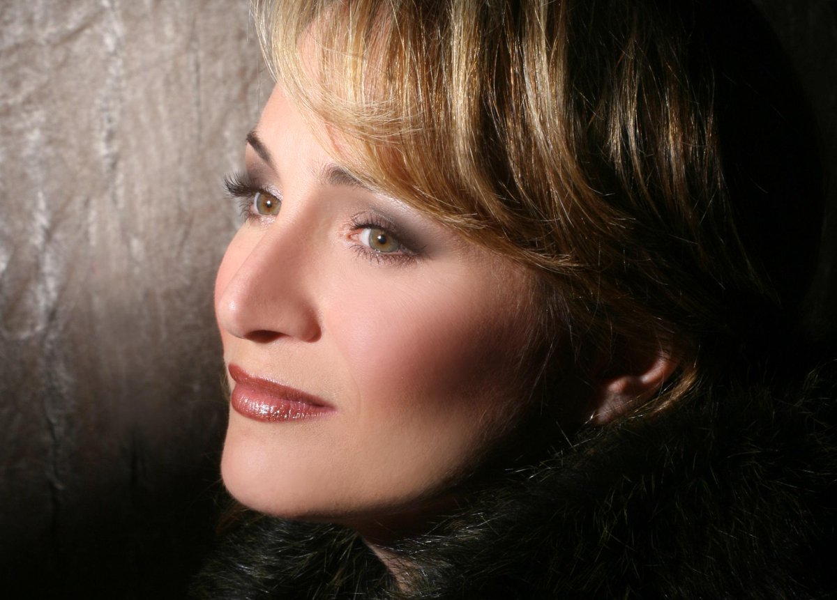 Patricia Racette stars in La Voix Humaine this season #OperaNews #MustSee Subscribe Now & Save http://t.co/OvCxpMFqV3 http://t.co/wXgOhz7Iiv