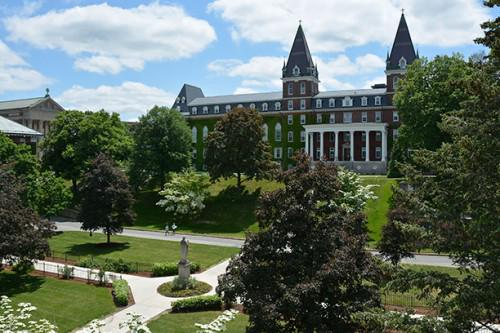 #HolyCross ranks No. 8 in the country for 'Most Beautiful Urban College Campus' http://t.co/3l0klvuQVQ http://t.co/yN27ictyb1