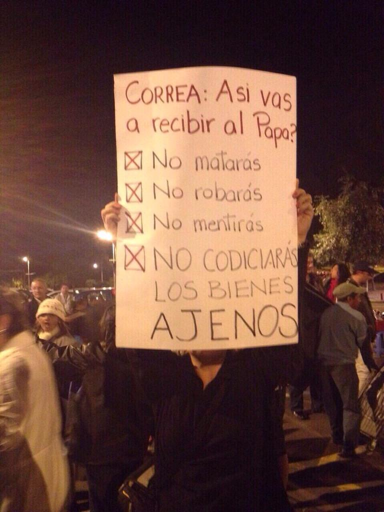 Hola Señor Correa , así va a recibir al Papa? http://t.co/OqHpOSKSl0