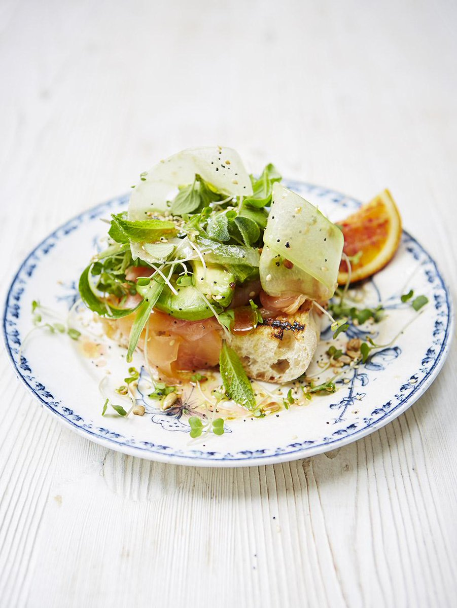 #Recipeoftheday smoked salmon & avocado summer salad with crunchy seeds and croutons http://t.co/SHpa3XOQ5m http://t.co/DsFYUZh339