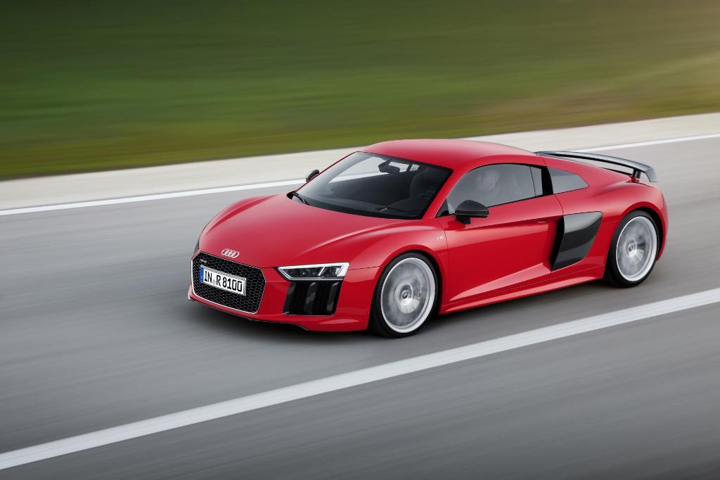 A Supercar for Mortals: The 2017 @Audi R8. http://t.co/rVzsKB2u2u http://t.co/XjV7jlkNOq