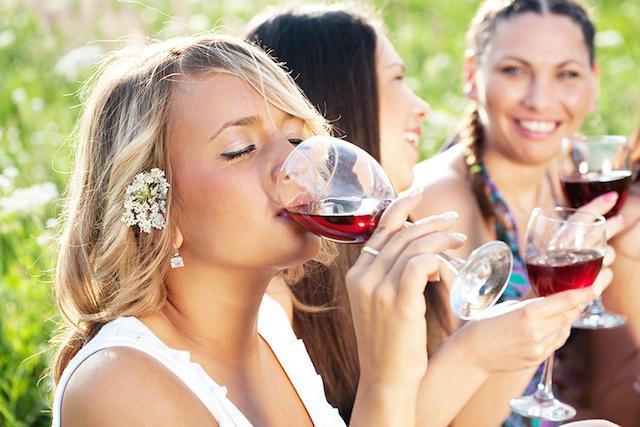 Beneficios de beber vino que todo #winelover debe conocer ¡Te sorprenderán! ➡http://t.co/v4PTGvLuZJ #Pasiónporelvino http://t.co/Q9XJMErAKf
