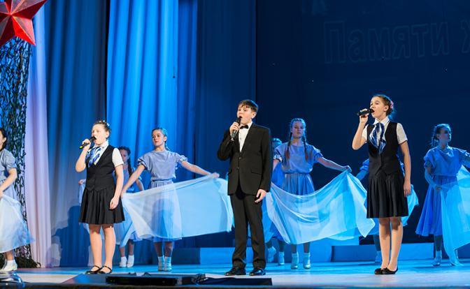 Песни дедов и отцов поёт молодежь Конкурс «Земля талантов» открыл юные дарования в Орле.
