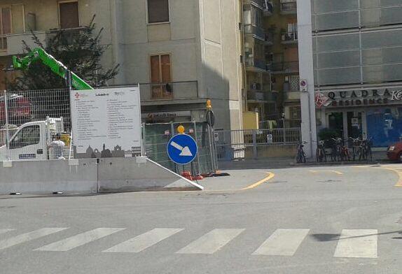 """RT @giobettarini: Installate le nuove indicazioni per i #negozi sui cantieri #Tramvia @DarioNardella @comunefi @Lavori_Tram_Fi http://t.co/…<a target=""""_blank"""" href=""""http://t.co/eAuyKEo2JU""""><br><b>Vai a Twitter<b></a>"""