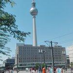 Guten morgen #Berlin. Warum #Mitte in Gefahr ist, erfahrt ihr hier: http://t.co/haQKwbTA4D @BerlinerMitte http://t.co/pg7L4QQmD0