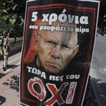 """#Syriza Plakat in Athen fürs #Greferendum: """"5 Jahre trinkt er dein Blut. Sag ihm jetzt NEIN"""" #Schaeuble #Griechenland http://t.co/tTDxfNeud0"""