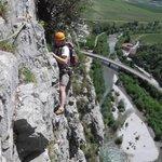 """MT @Montagnatore """"Arrampicata in valle del Sarca,via Amazzonia"""" Da brividi!Voi soffrite di vertigini? :) #BUONGIORNO! http://t.co/ZnIZpXiSOp"""