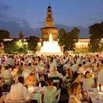 Cena in bianco a Milano, atmosfere retrò e picnic http://t.co/InvlEdH07w http://t.co/fVCkRxrhoS