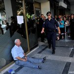 Crying Greek pensioner: the story behind the poignant photos. I http://t.co/Ffs3OJnSb6 #AFP #Greecesolidarity http://t.co/7Uq3vgXZUf