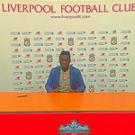 """""""@ESPNFC: Liverpool sign 16-year-old winger Bobby Adekanye from Barcelona on a free transfer. http://t.co/Pn46EiCLzF http://t.co/ktBCULICIf"""""""