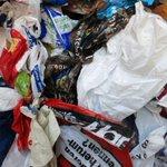 """Aktionstag gegen Plastiktüten in #Berlin. Das """"Teufelszeug"""" muss weg #plastiktuetenfreiertag http://t.co/dCcgcg6exv http://t.co/XSLrz2dtPk"""