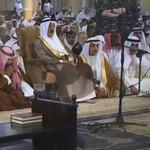 سمو الأمير يتقدم المصلين في صلاة الجمعة الموحدة (سنة/شيعة) في المسجد الكبير. #الكويت_قوية http://t.co/JTsN6KWRIk