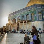 يا قبلة الذهب ... ترحل اليك العيون والقلوب. #جمعة_مباركة #فلسطين #رمضان http://t.co/QLQBPKA4Si