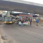 Atenção! Caminhada dos agricultores entrando na Av. Mauá. Lentidão na Av da Legalidade Int Cap. @RdGuaibaOficial http://t.co/y3lgGZsFmG