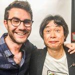Je suis super ému, jai pu rencontrer Shigeru Miyamoto (créateur de Mario) ! Cest un rêve de gosse ! 😂 http://t.co/DcyAuNhOZL
