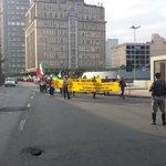Caminhada dos agricultores deixando Av Mauá. @RdGuaibaOficial http://t.co/27f6K6nUyG