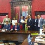 .@LuisSalvador presenta en este momento las medidas políticas acordadas con el PP para el Ayuntamiento de #Granada http://t.co/tEVS5VmsIf