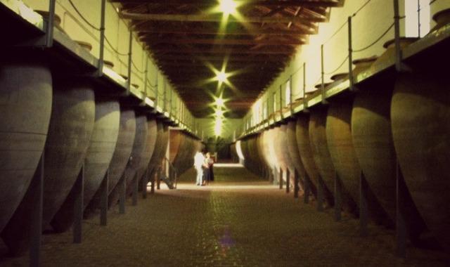Valdepeñas tiene la bodega más grande del mundo en tinajas de barro y ¡puedes visitarla! ➡ http://t.co/aflZJpfb3f http://t.co/prTDGLoxrX