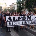 Más de 1500 personas #SinMordazas se manifienstan en #Granada contra la #LeyMordaza. #StopRepresión! #NoSomosDelito http://t.co/gAYpdC5vmD