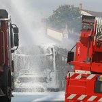 Bordeaux : un bus hybride en feu, pas de blessé. Le feu parti de larrière au niveau du moteur http://t.co/vHb28qIAj5 http://t.co/yddsC2OeG1