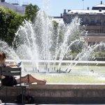 Record de chaleur à Paris depuis 1947 #canicule2015 > http://t.co/qFtLdVjOsY http://t.co/XiRhxUubzj