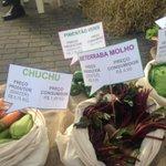 Agricultores mostram quanto recebem pelo produto que chega ao consumidor. Já estão no Glênio Peres.#gauchalider http://t.co/m6fSJ7T2o3