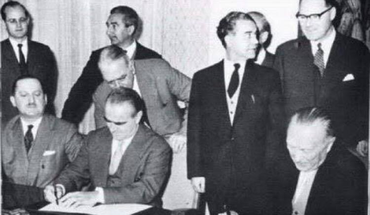 Greek ministers writing off German debt (1954) http://t.co/LJ4qeCjm32
