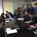 Gobernador @GonzaloPrietoN en reunión con dirigentes q participarán en proyecto de protección civil. #iquique http://t.co/btMJl6rv0e
