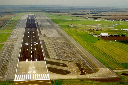 Why the flag waving for congested #Heathrow & #Gatwick when #Manston with its long runway is available in the estuary http://t.co/6WHO9kwAH8