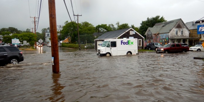 From @mvtimes .. flooding @ 5Corners in VH ..  http://t.co/S2vTHBiGZO http://t.co/u6ox51Cgn8