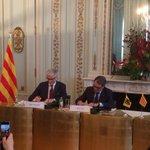 Vlaanderen en Catalonië versterken samenwerking http://t.co/Pl1wAEKnuw via @GeertBourgeois en @ArturMasCat http://t.co/gtGUSqZRfn