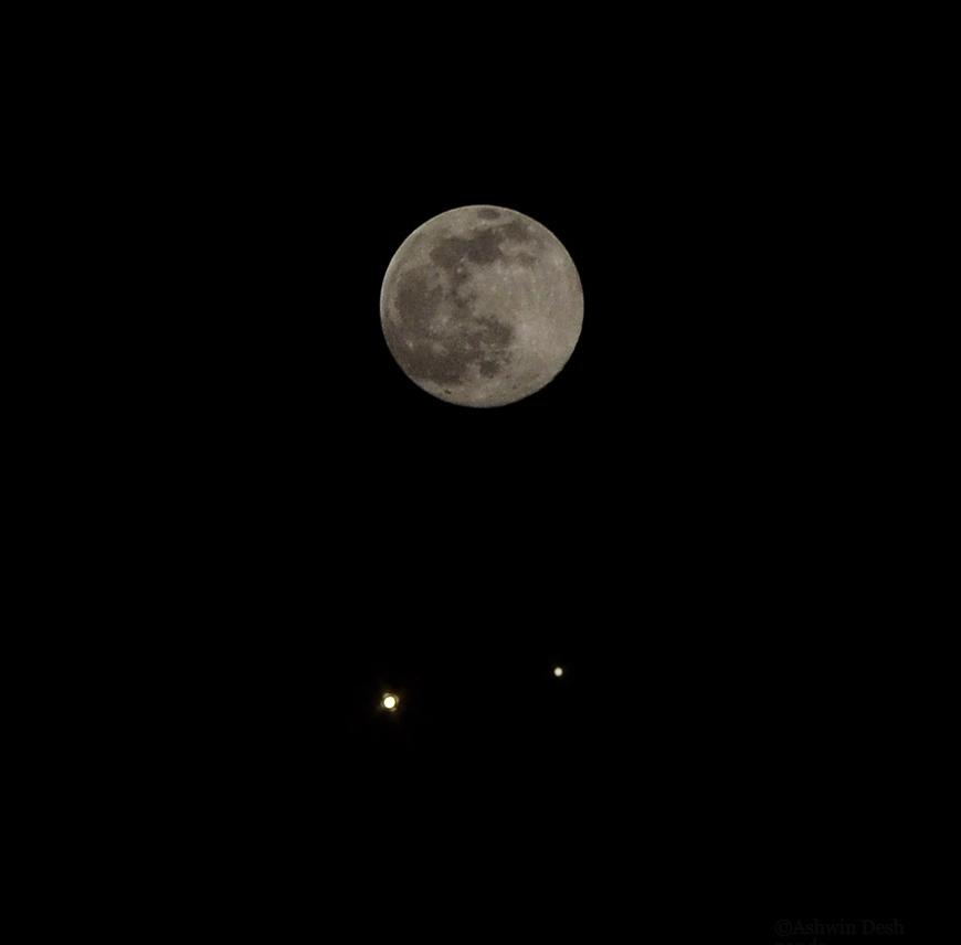 Venus, Jupiter, and the awesome Moon today. I took separate photos of each and merged it. Dedicated to @Kazarelth :) http://t.co/Q2jiT6W48t