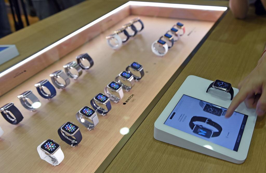 Apple Watch selling worse than thought: http://t.co/GLFShlN44Z (Photo: AFP/Getty) $aapl http://t.co/pJljYtEZfj