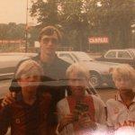 RT @Bj6ro: Gezellig met mijn broer en neef de foto samen met @JohanCruyff nog eens overdoen. Zal hij leuk vinden ! #ajaxopendag http://t.co…