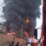 Incendio en fábrica de pintura: vecinos de #Comas presentarían enfermedades respiratorias http://t.co/klNyT0sM27 http://t.co/dOWpIIKwVi