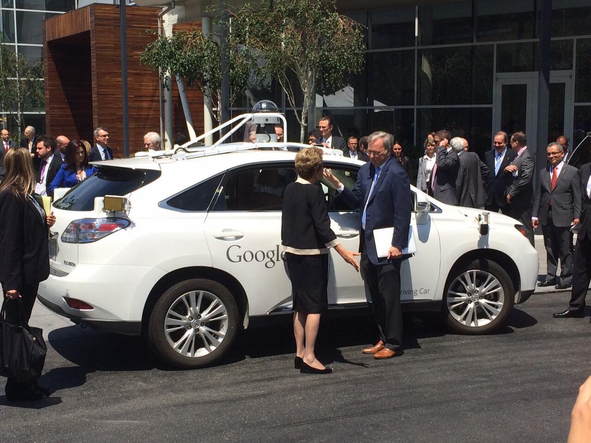 """""""Eu acabei de descer do futuro"""", @dilmabr sobre o carro autônomo do Google, na sede da empresa em São Francisco. http://t.co/C4c5liNRgx"""