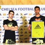 RT + FOLLOW @Footballogue pour gagner ce maillot dédicacé par Oscar et Loftus Cheek ! >http://t.co/VHoBU1DnKD http://t.co/2qYkGaxQwe