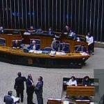 Eduardo Cunha tenta votar de novo a redução da maioridade penal. ASSISTA ao vivo: http://t.co/GGQfLWAE61 #G1 http://t.co/Zrurp7VYYC
