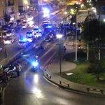 Macro pelea de la puerta de urgencias del Virgen del Rocío. #Sevillahoy http://t.co/3A70w8dRXB