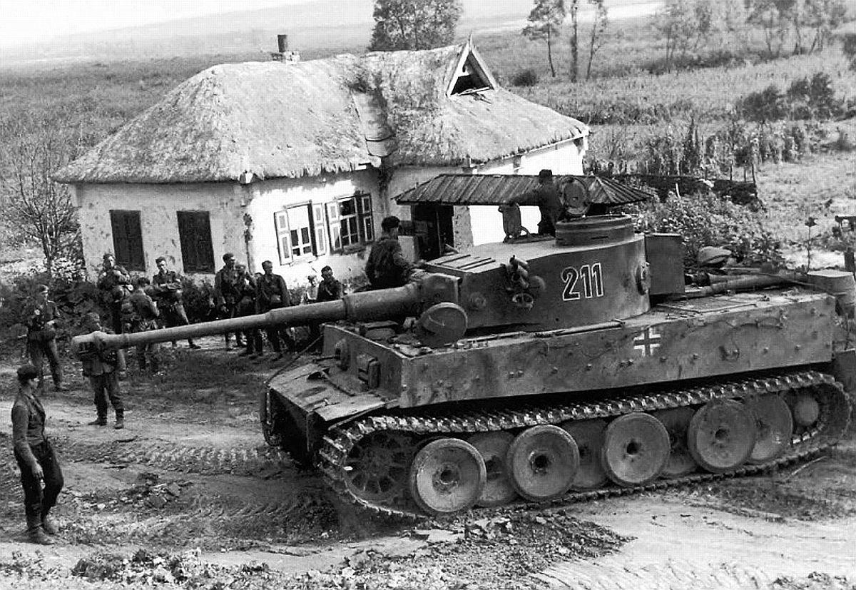 """...а СССР хорошо подготовился, Гитлер верит, что новые  """"Тигры """" и  """"Пантеры """" прорвут..."""