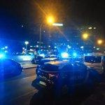 ÚLTIMA HORA:Amplio despliegue policial ante el Virgen del Rocío. Posible reyerta #TDSActualidad #sevillahoy http://t.co/jJYuxy6Fbq