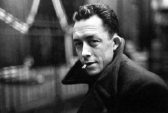 """""""Quienes escriben con claridad tienen lectores, Los que lo hacen oscuramente, comentaristas."""" Albert Camus http://t.co/3zUZ4LDqNm"""