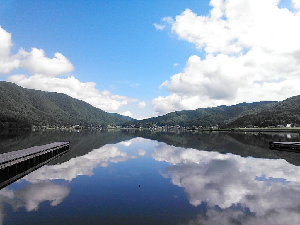木崎湖が鏡のようになってますぜ! http://t.co/GBAAaNRSxF