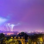 Best picture yet of last nights amazing lightning storm in #Edinburgh from @MrKitCarruthers  http://t.co/0hdkDGBpUI