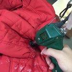 【人気ポスト】クリーニング屋直伝「衣類の汚れが抜群に落ちる超カンタンな方法」 http://t.co/bySgI3NVjQ http://t.co/pDnCTaH8uO